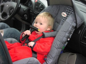 Rear-facing_infant_car_seat1-300x225